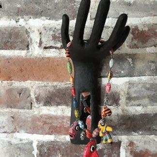 main noire miroir